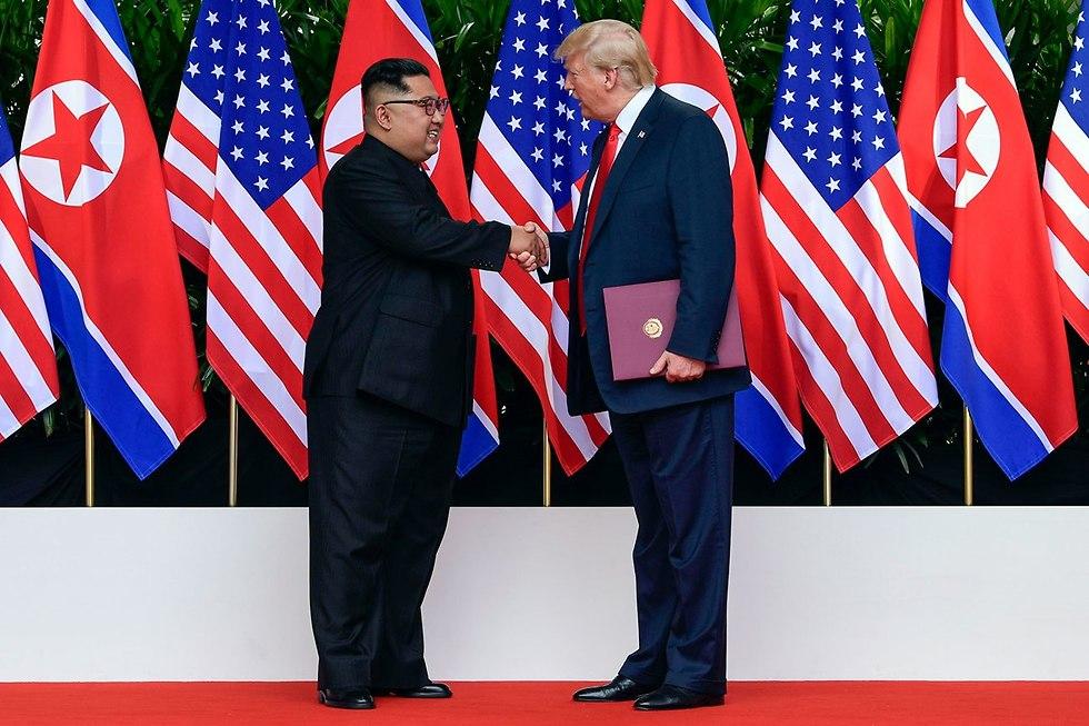 Ким Чен Ын и Дональд Трамп на встрече в Сингапуре. Фото; AP